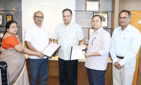 Photo of एनसीडीसी ने पशु-चिकित्सा विश्वविद्यालय के साथ किया समझौता