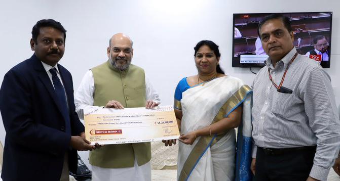 Photo of रेपको बैंक ने अमित शाह को दिया 15 करोड़ रुपये का चेक