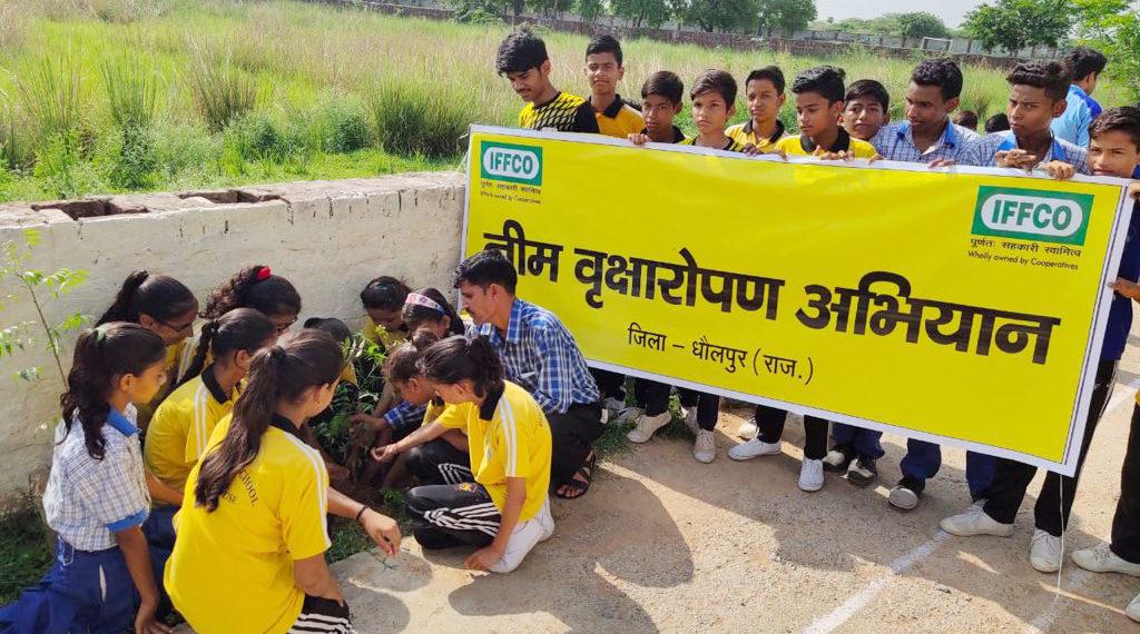 Photo of इफको के नीम अभियान में स्कूली बच्चों की भागीदारी