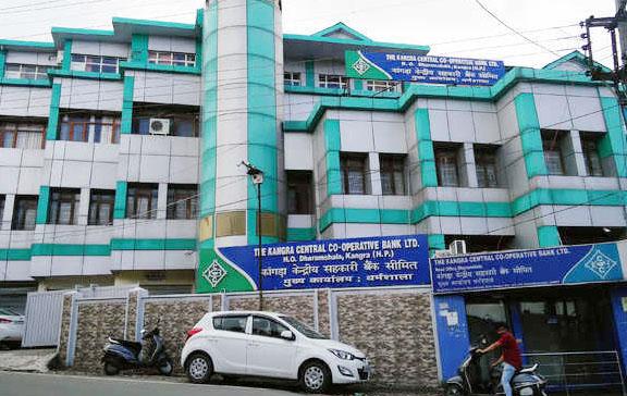 Photo of कांगड़ा सेंट्रल कोऑपरेटिव बैंक की 50 शाखाओं पर लगेगा ताला