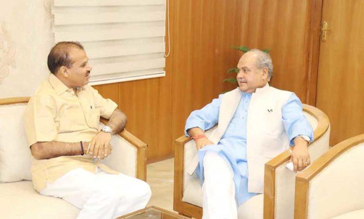 Photo of एनसीयूआई: चंद्रपाल ने मंत्री के समक्ष सहकारिता से जुड़े मुद्दों को उठाया