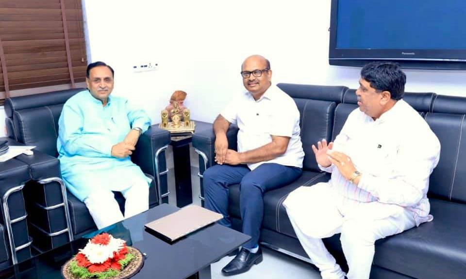 Photo of एनसीडीसी एमडी ने रूपाणी से मुलाकात की
