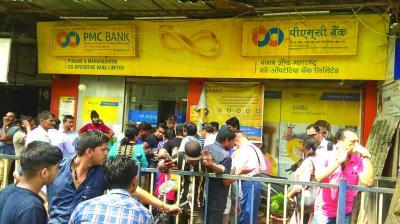 Photo of पीएमसी बैंक में आखिर हुआ क्या? आरबीआई करे स्पष्ट