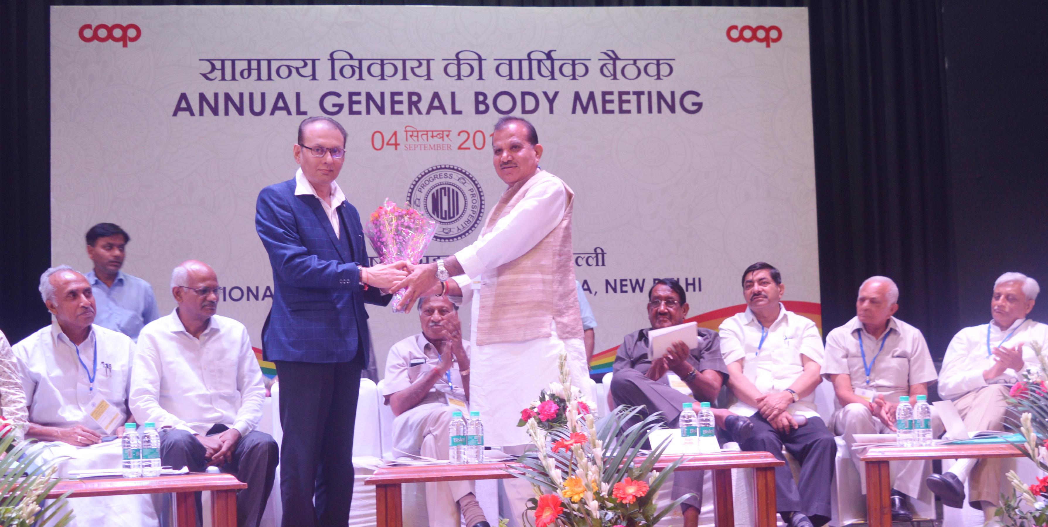 Photo of एजीएम में सारस्वत बैंक के अध्यक्ष का गर्मजोशी से स्वागत