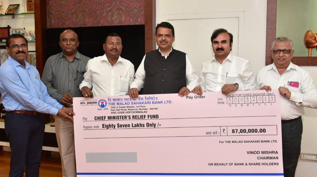 Photo of मलाड सहकारी बैंक ने भी सीएम फंड में किया योगदान