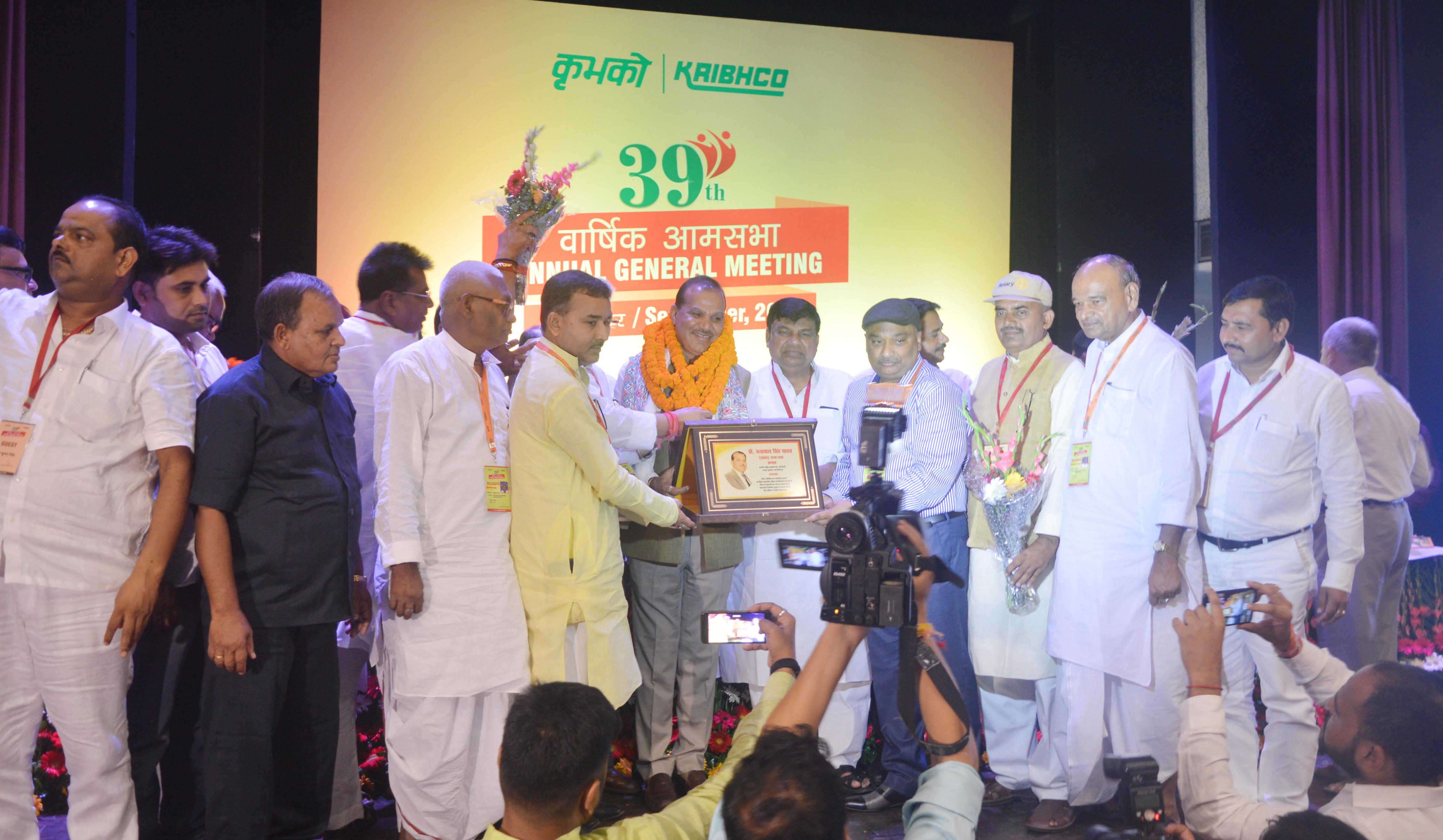Photo of बिहार के सहकारी नेताओं ने कृभको अध्यक्ष को किया सम्मानित