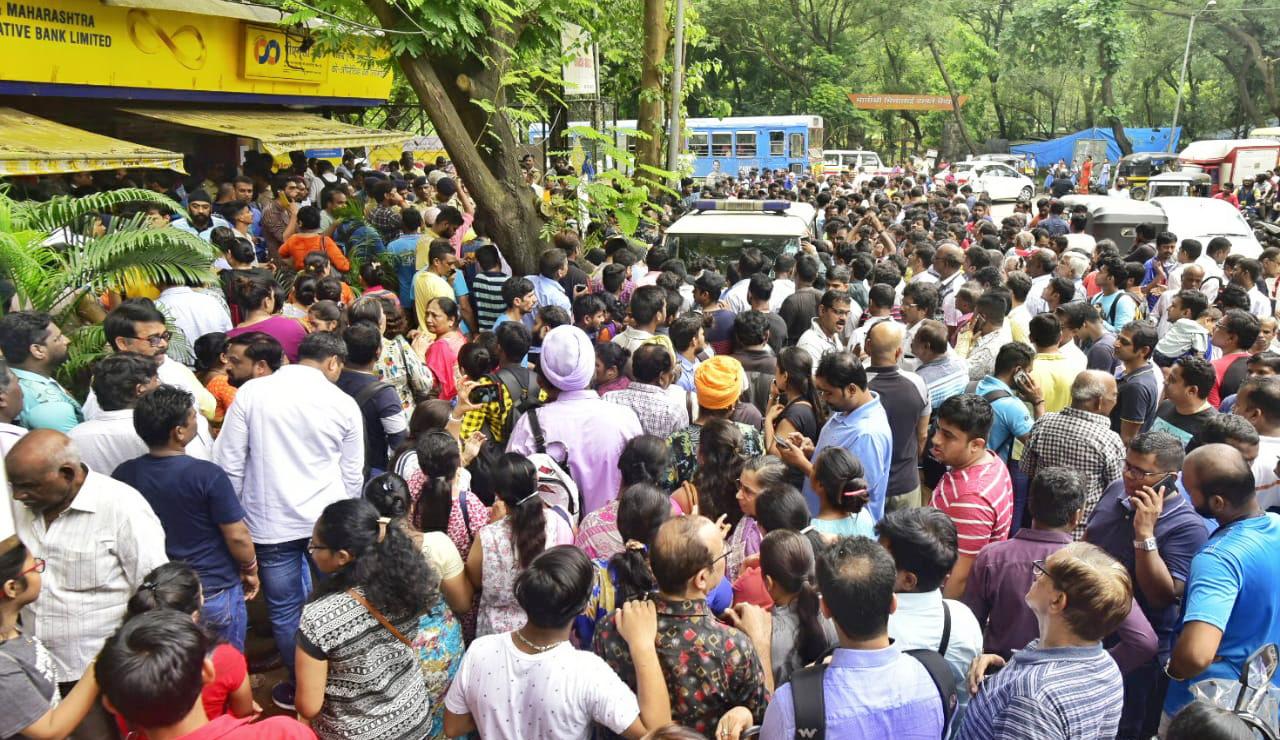 Photo of पीएमसी बैंक पर लगा निर्देश, जमाकर्ताओं में मचा हाहाकार