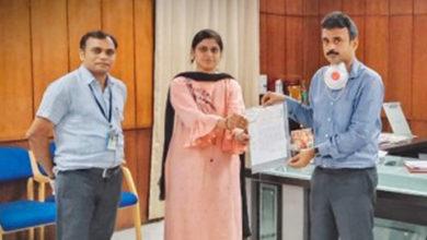 Photo of दुर्ग डीसीसीबी कर्मचारी संघ ने 10 लाख रुपये किये दान